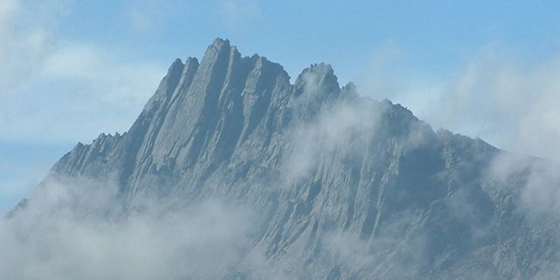 Der Puncak Jaya (Carstensz-Pyramide), Bild: Alfindra Primaldhi (CC BY 2.0)