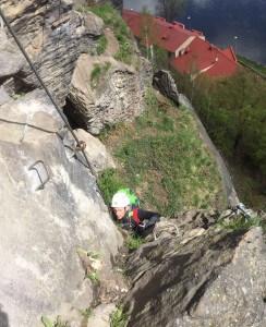 Nicolas Scheidtweiler Aufstieg im Klettersteig Dezin in Tschechien - 7summits4help-Blog