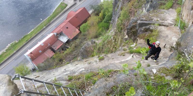 Toby Dazenko im Klettersteig Dezin in Tschechien - 7summits4help-Blog