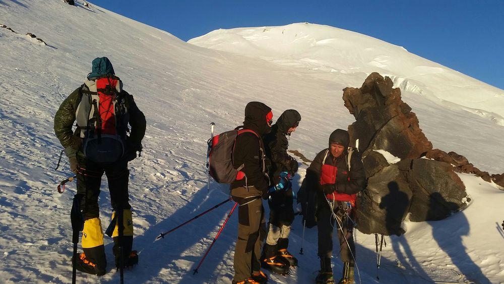 Bild: Sonnenschein am Elbrus-Westgipfel - 7summits4help