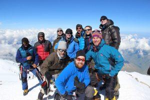 Das Team auf dem Westgipfel des Elbrus am 28. Juli 2016 gegen 9.30 Uhr