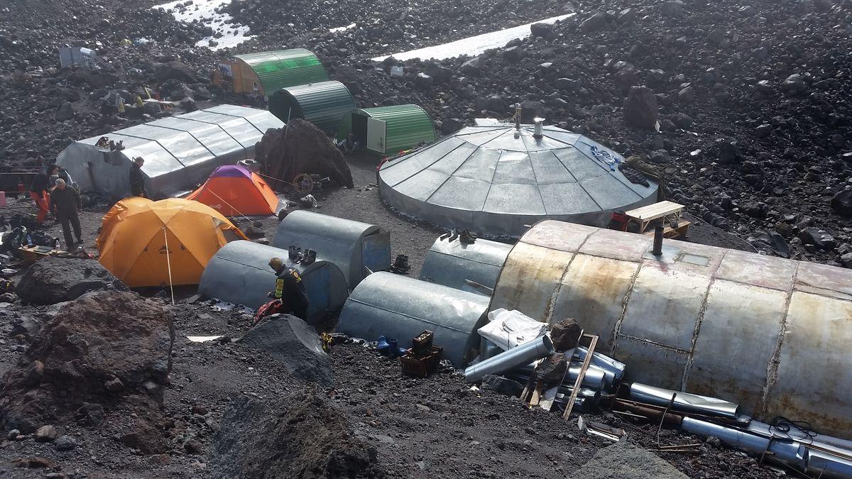 Der Blick auf das Elbrus-Highcamp auf ca. 3.700m