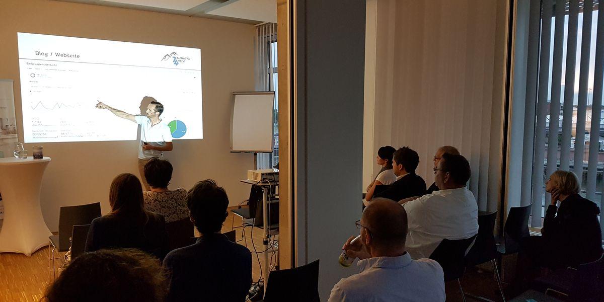 Foto: Nicolas Scheidtweiler hält einen Vortrag bei #SoMeHB - Fundraising und Social Media