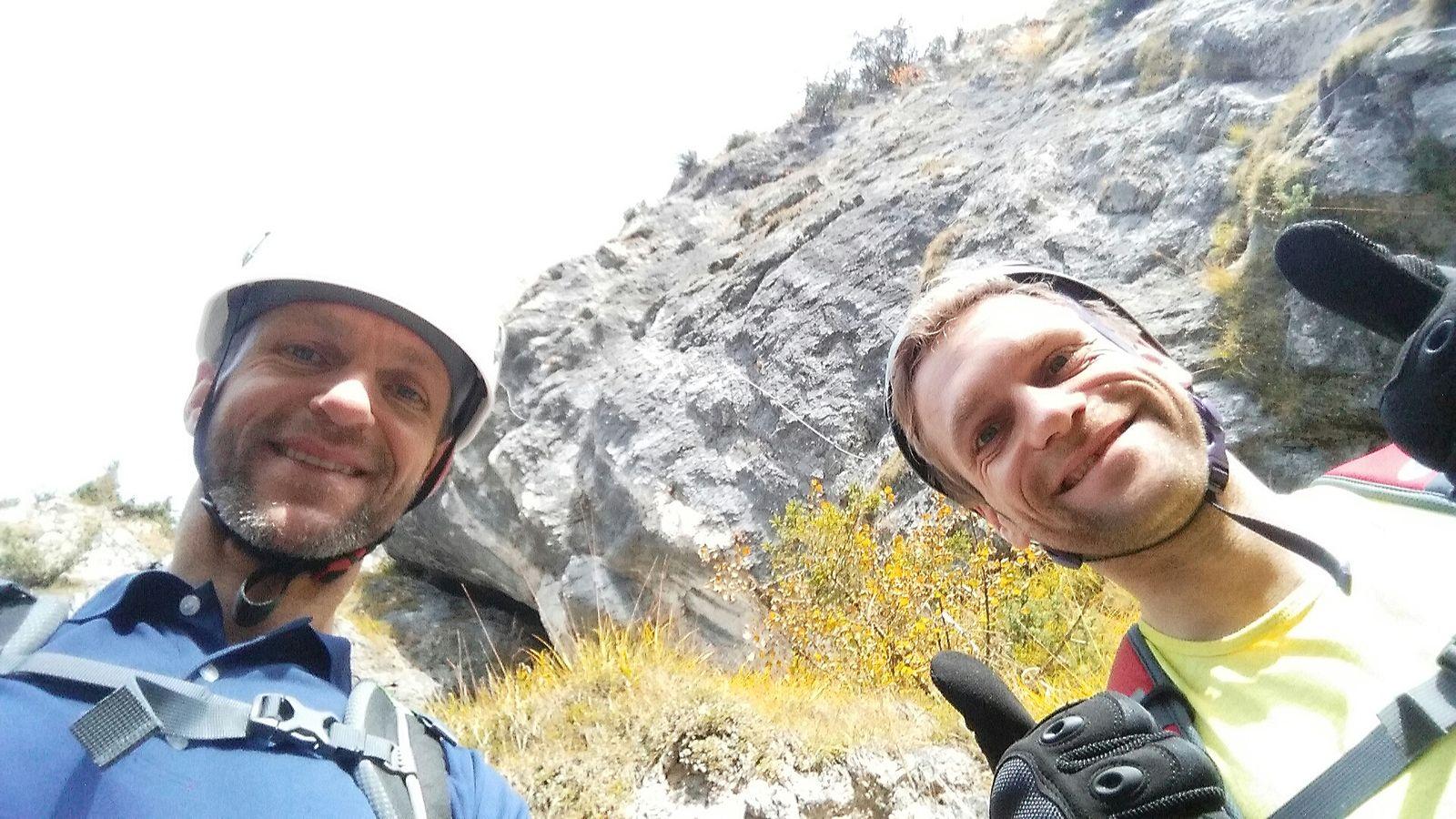Nicolas und Toby vorm Einstieg beim Training am Grünstein-Klettersteig 2016