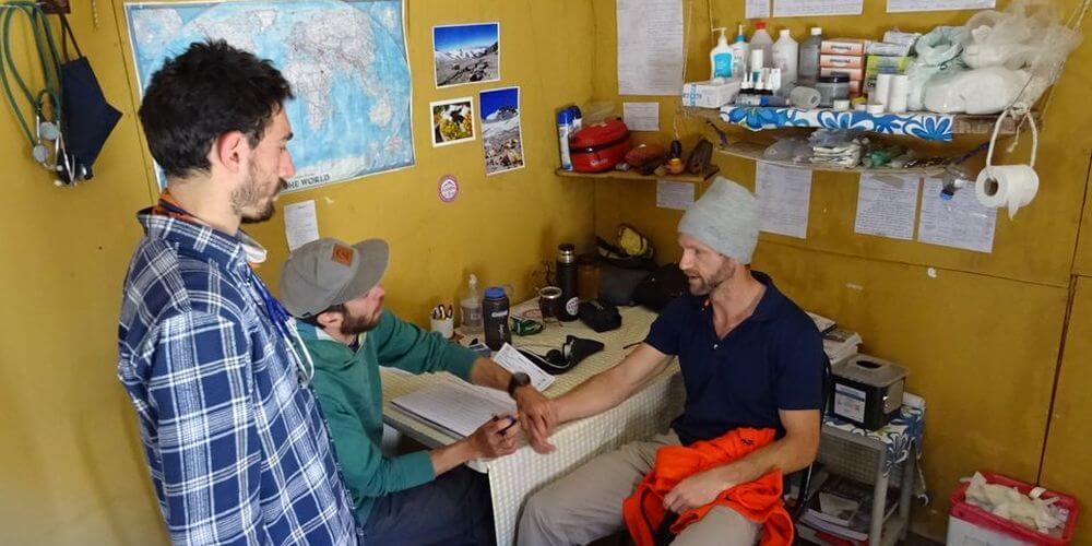 Bild: Arztbesuch im Plaza Argentina - Aconcagua 2016 7summits4help
