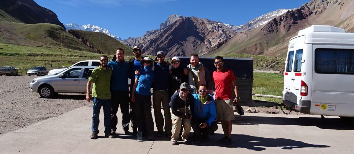 Das Finale! Gruppenfoto am Busparkplatz   Aconcagua 360 Grad 2016   7summits4help