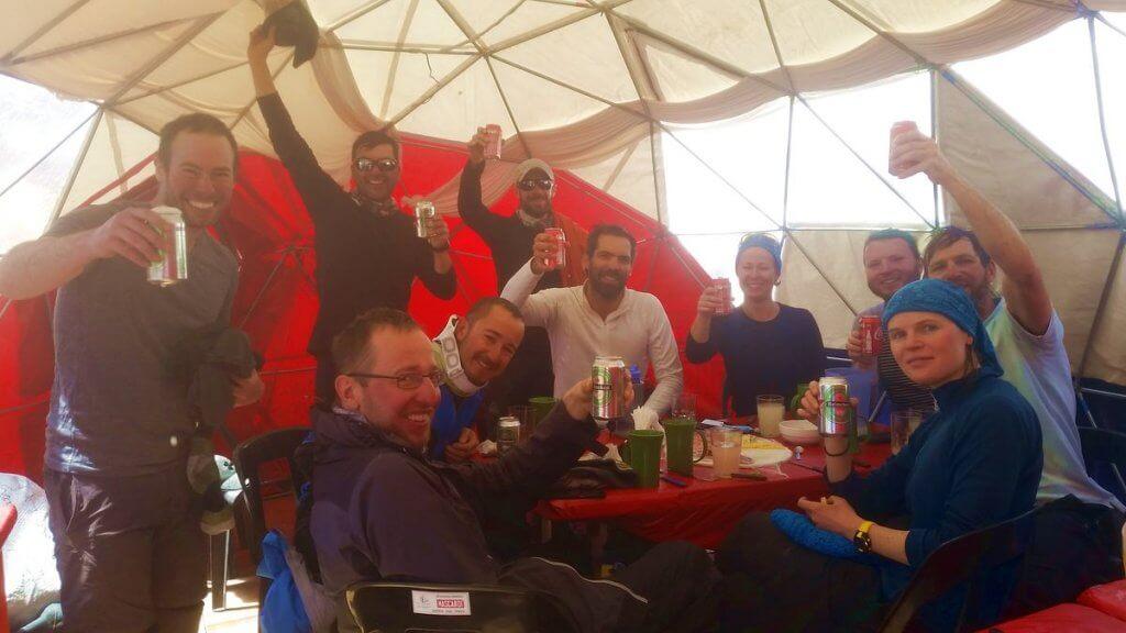 Das glückliche Team nach dem Abstieg im Plaza de Mulas