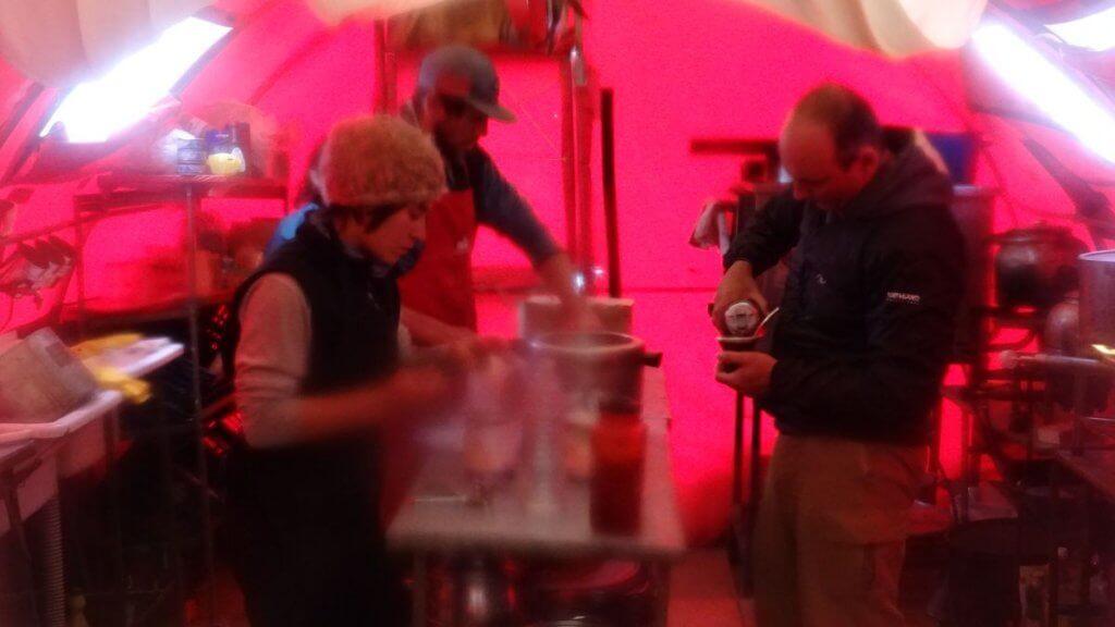 Küche im Basecamp Plaza Argentina - Aconcagua 2016 7summits4help