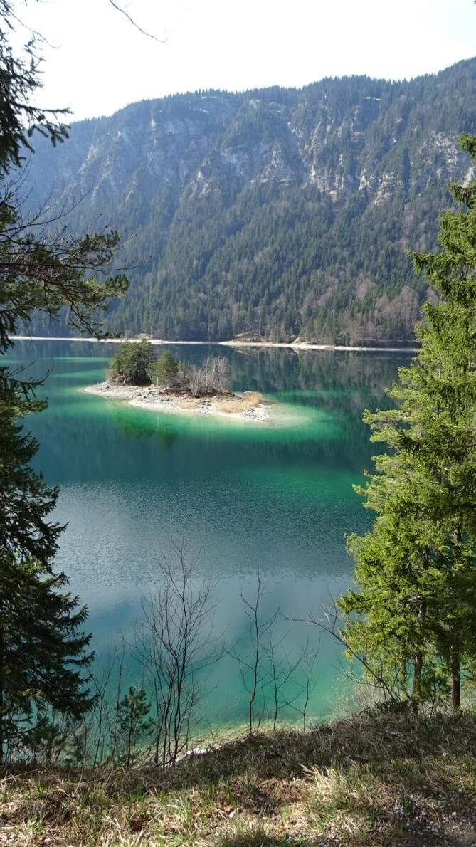 Smaragd-grüner Eibsee