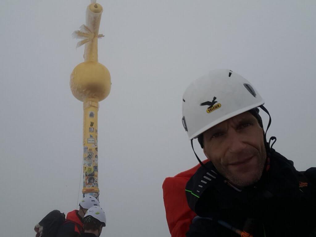 Auf dem Gipfel - Zur Zugspitze via Höllental über Klettersteig -7summits4help-Blog