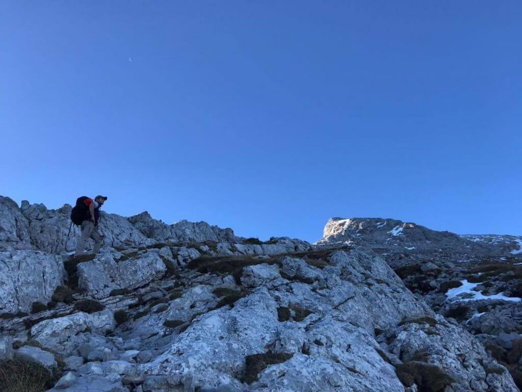 Nicolas beim Aufstieg durch Geröll