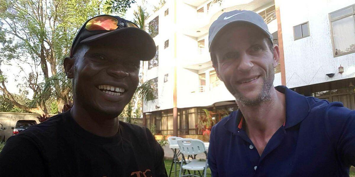 Kilimanjaro-Bergführer Julio Ludago und Nicolas Scheidtweiler