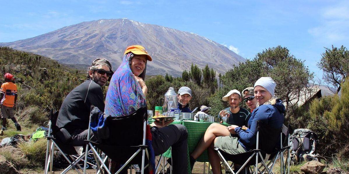 Zum Artikel - Mittagessen an der Second Cave - 7summits4help auf dem Kilimanjaro via Rongai-Route
