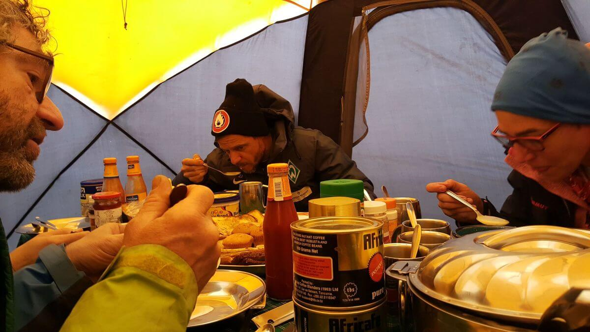 Abendessen vor der Gipfelnacht