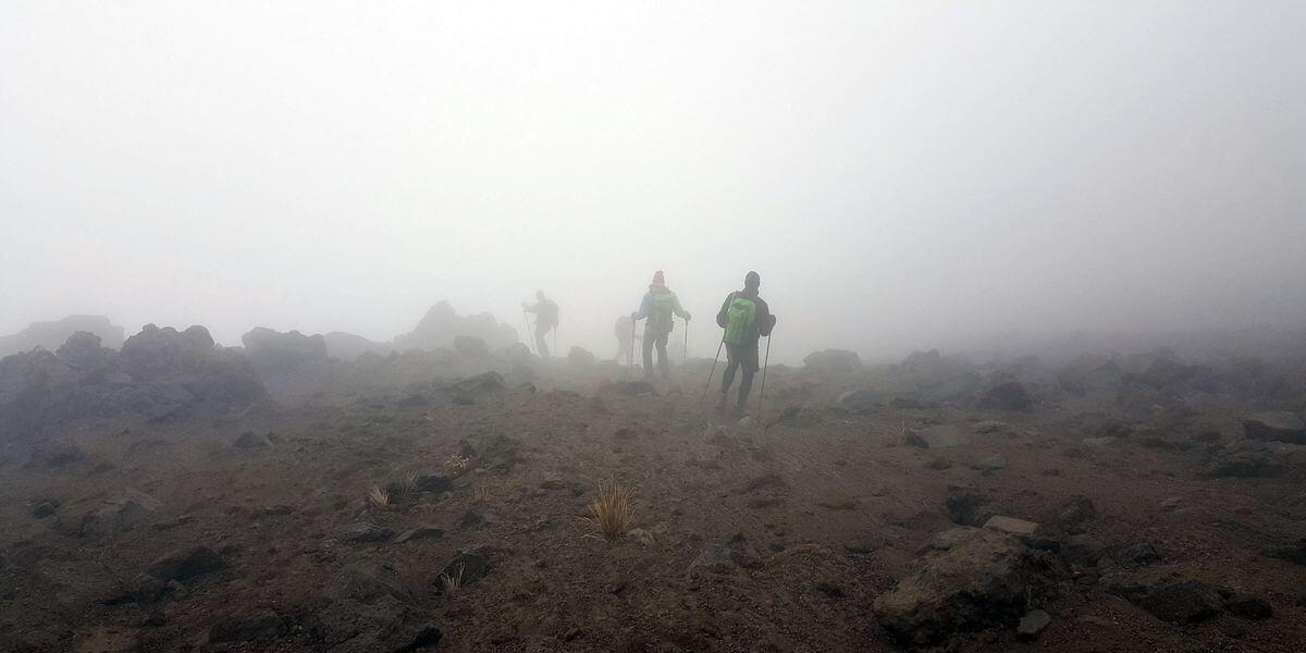 Abstieg im Nebel
