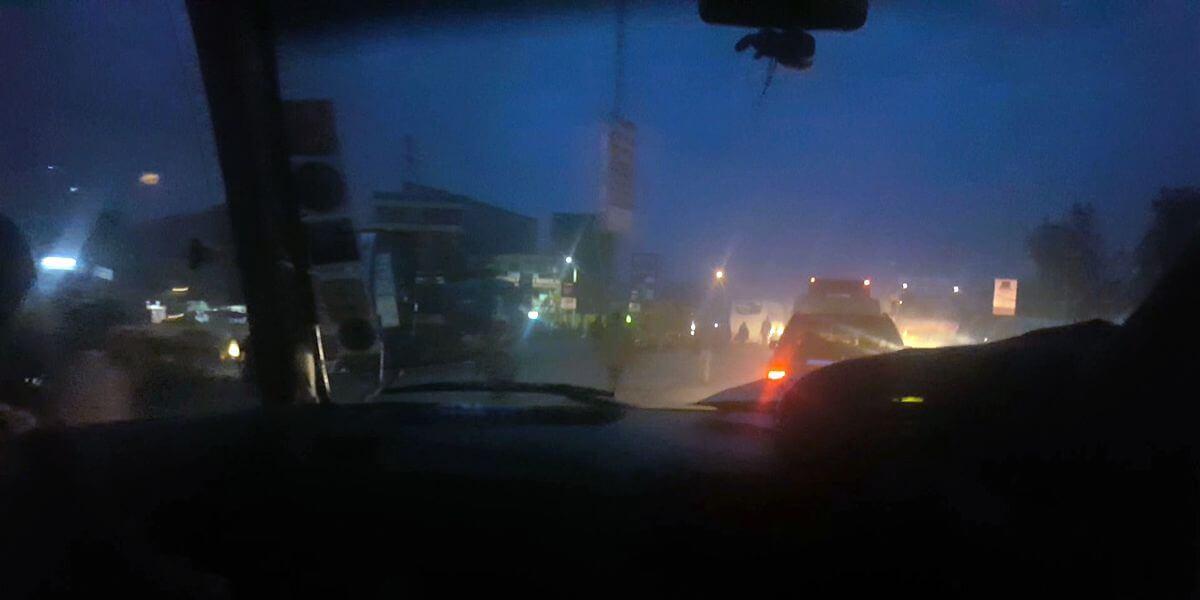 Blick aus dem Impala: Auf dem Weg nach Nairobi am Abend - 7summits4help unterwegs