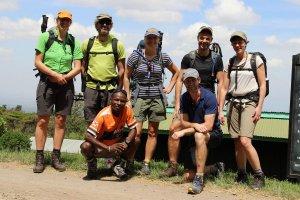 Das Team beim Start zum Simba-Camp