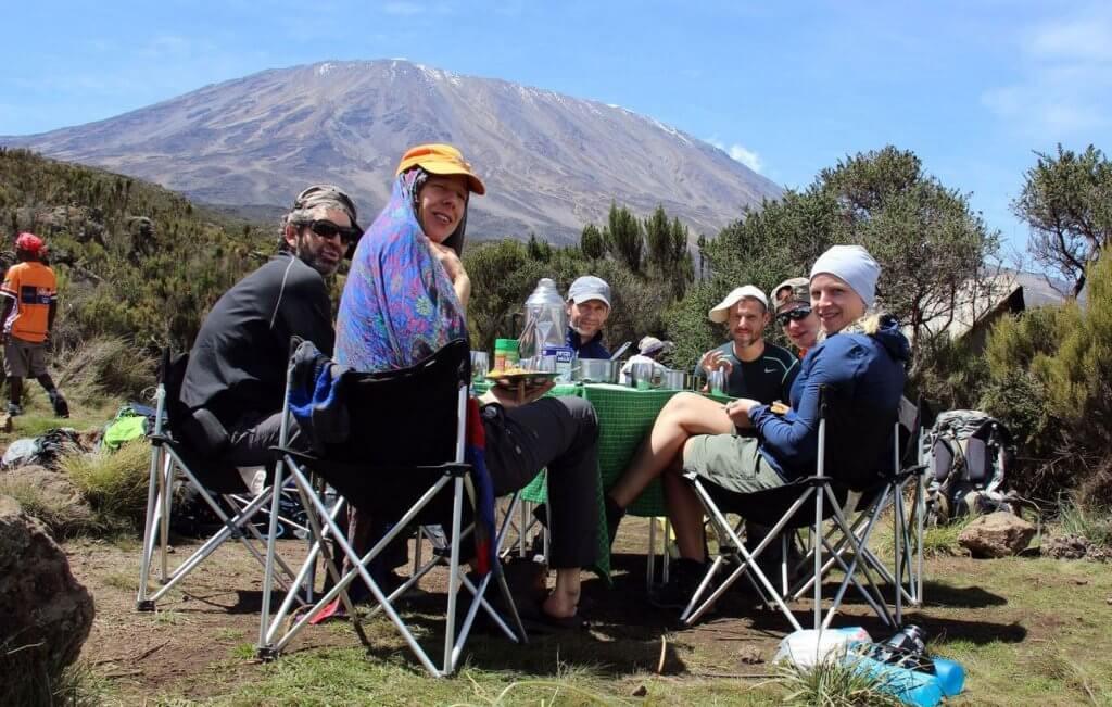 Mittagessen an der Second Cave - 7summits4help auf dem Kilimanjaro via Rongai-Route