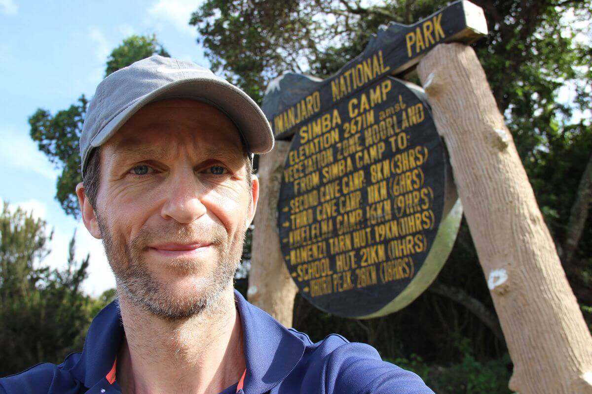 Nicolas kommt am Simba-Camp (2.617m) an