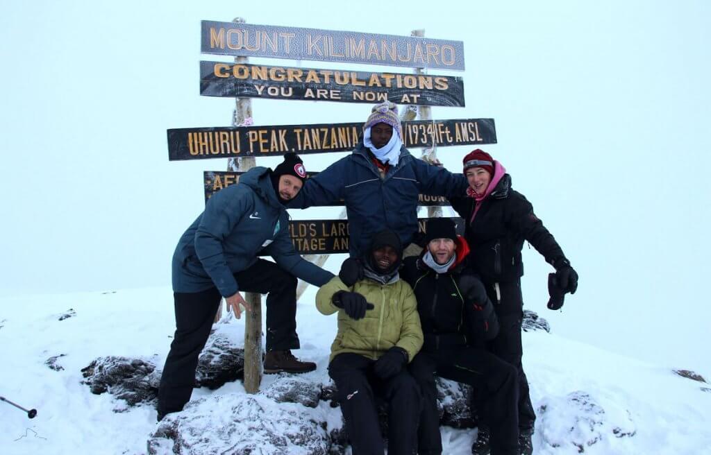 Unser Team am Uhuru Peak des Kilimanjaro