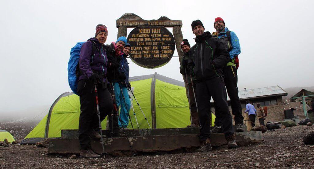 Weiter geht es zur Horombo Hut -7summits4help auf der Uhuru Peak des Kilimanjaro
