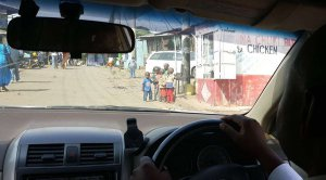 Anfahrt im Slum