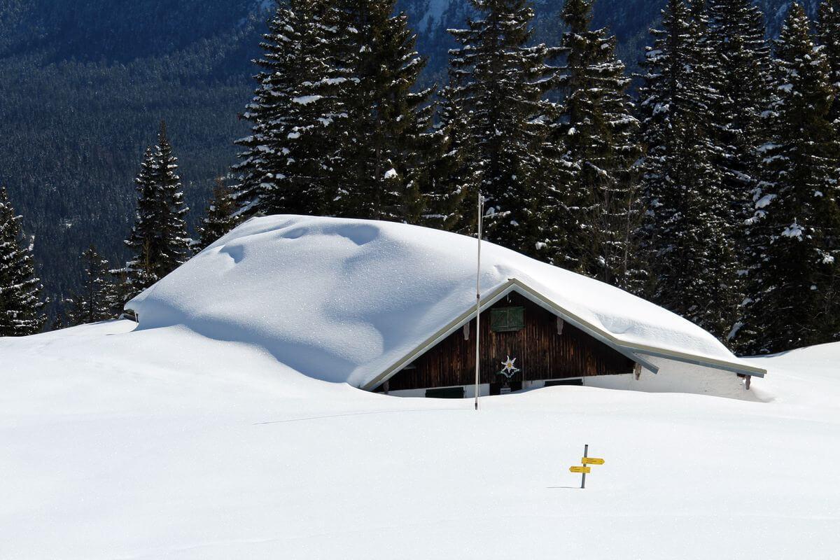 Schneehöhe circa 2 Meter