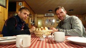 """""""Motiviert"""" beim Frühstück in der Pizzini-Hütte"""