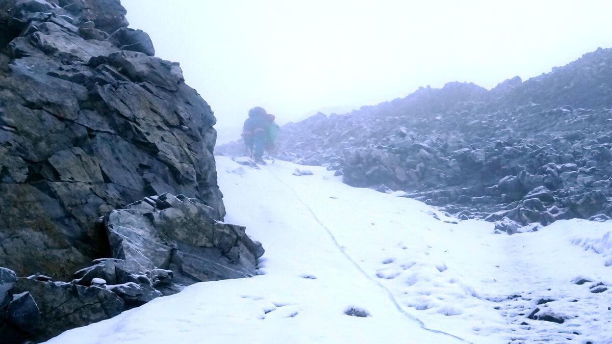 Jacopo Compagnoni steigt vor an der Königsspitze - Alpinschule Ortler