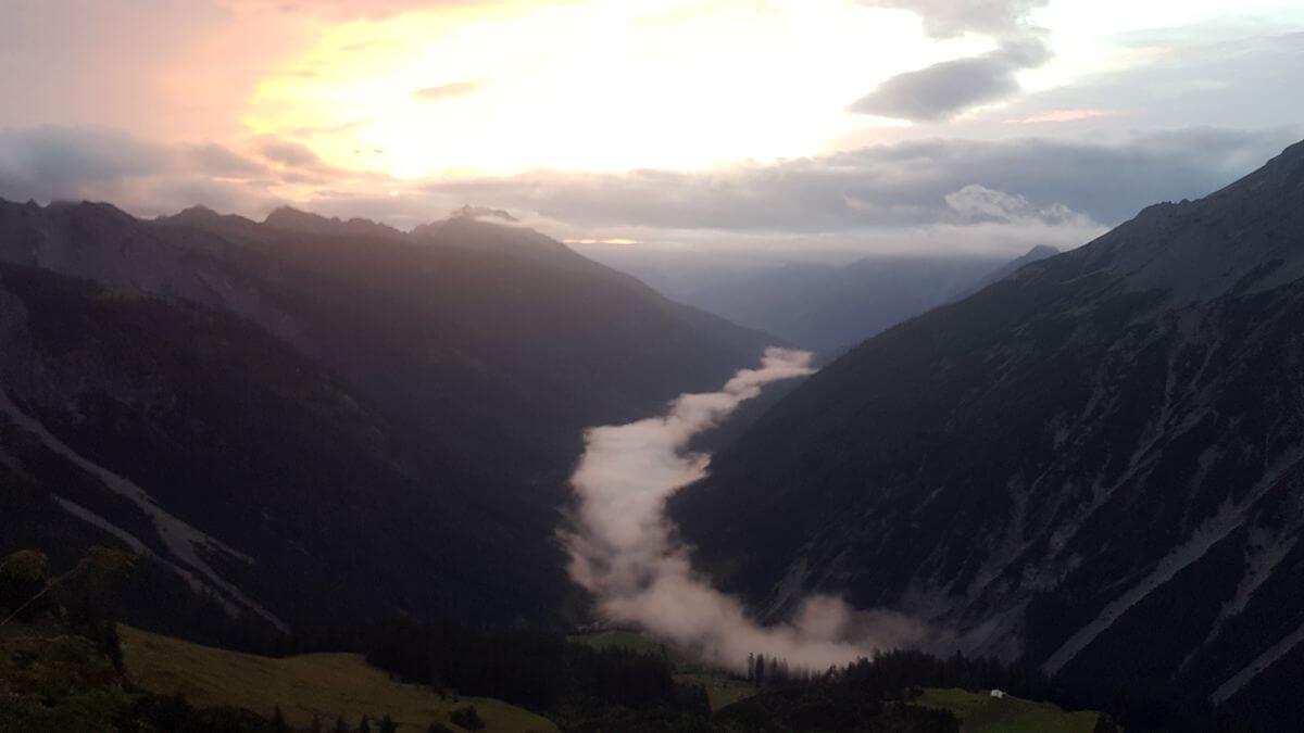 Blick auf das Schwarzwasserbach-Tal - 7summits4help-Wanderlust