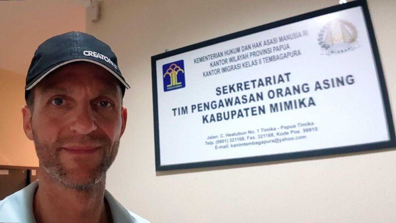 Empfang der Permits für Illaga - Carstensz-Expedition - Es geht los in Papua