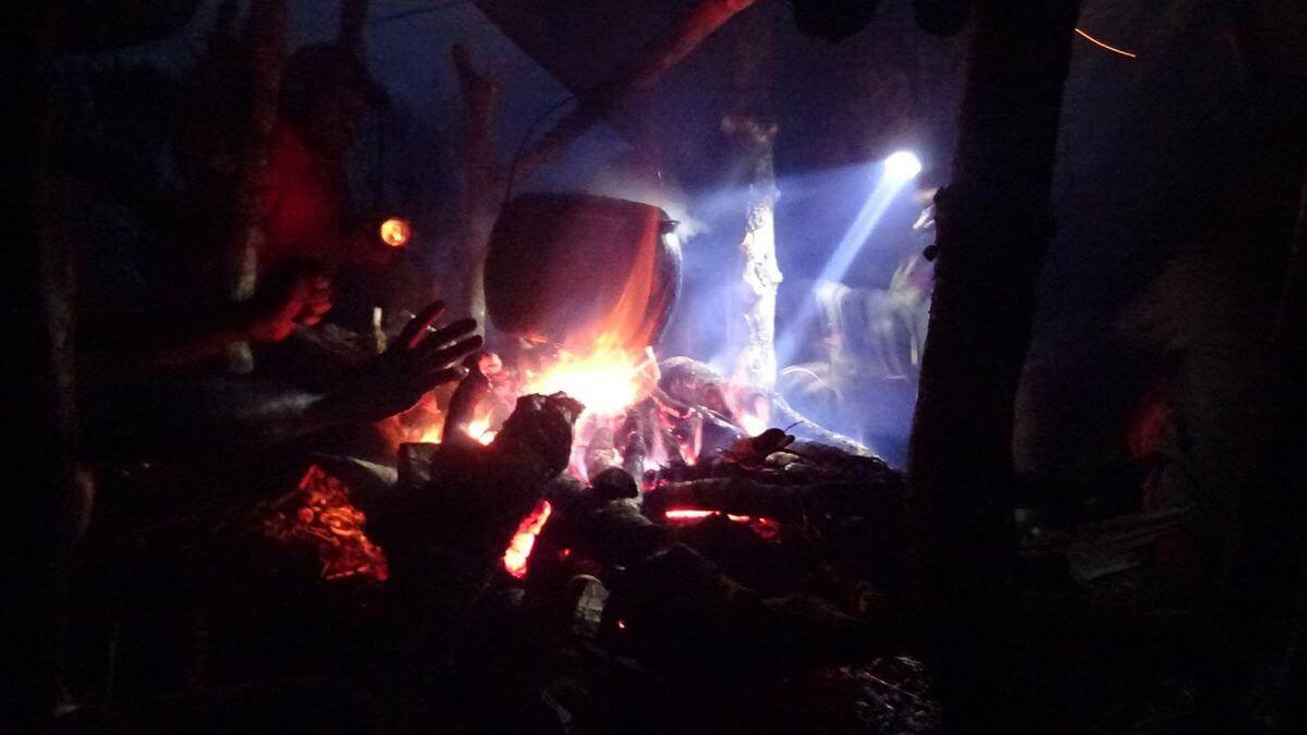 Das erste Abendessen - Carstensz Expedition nach Papua