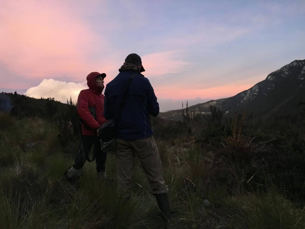 Bergsteiger-Romantik am Abend - Carstensz-Expedition in Papua