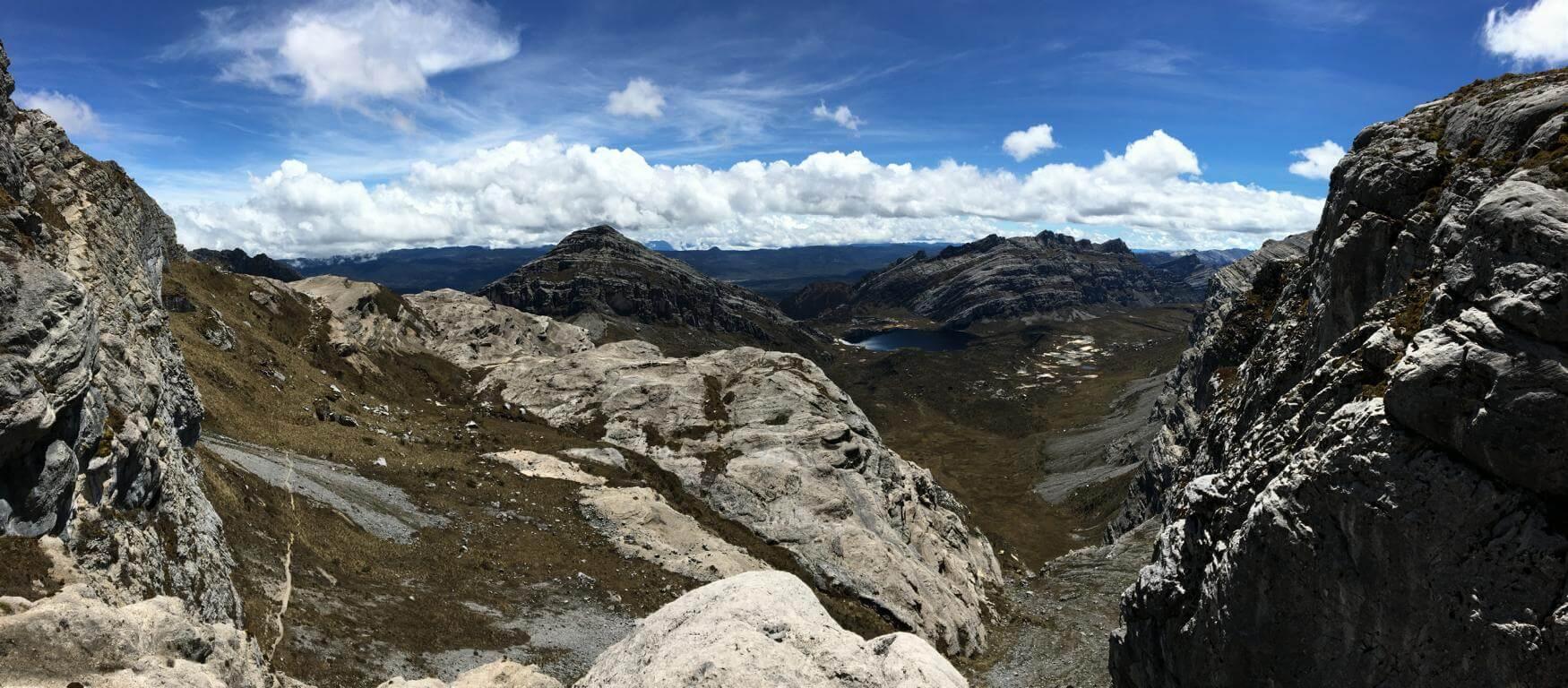 Blick vom Neuseeland-Pass - Man könnte meinen es wären die Alpen - Carstensz-Pyramide