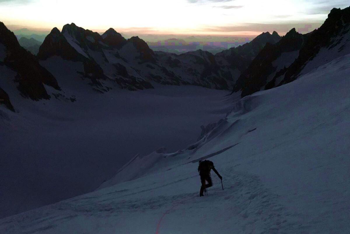 Nicolas Scheidtweiler auf dem Gletscher zum Barre des Écrins, Foto: Michi Wohlleben