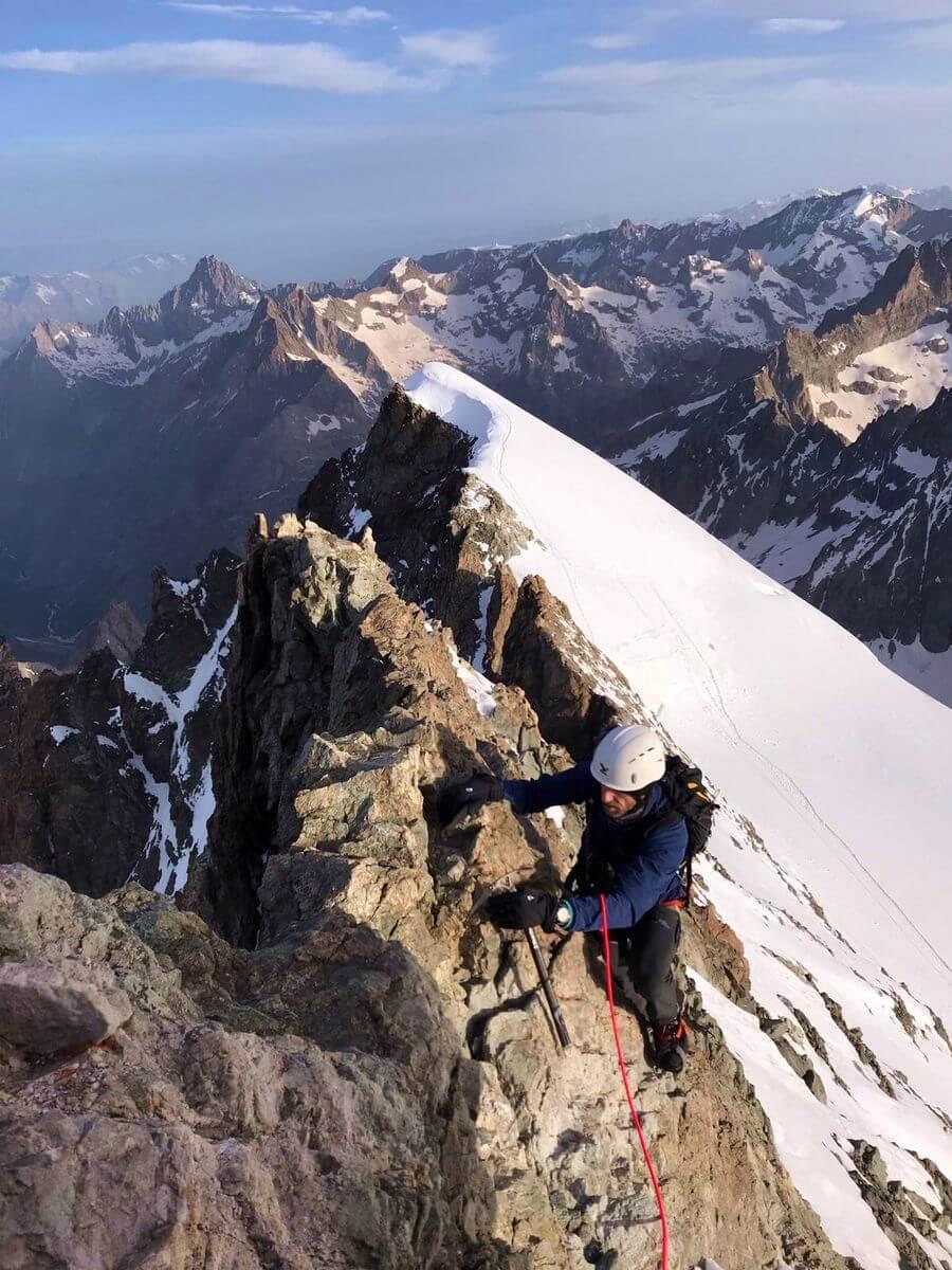 Nicolas Scheidtweiler auf dem Grat des Barre des Écrins, Foto: Michi Wohlleben