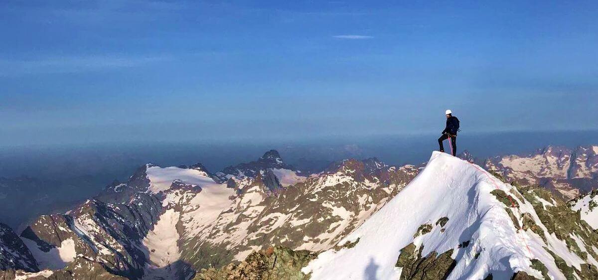 Nicolas Scheidtweiler auf dem Untergipfel des Barre des Écrins, Foto: Michi Wohlleben
