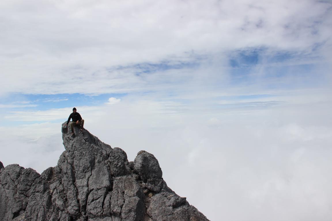 Entspannt am Nebengipfel der Carstensz-Pyramide