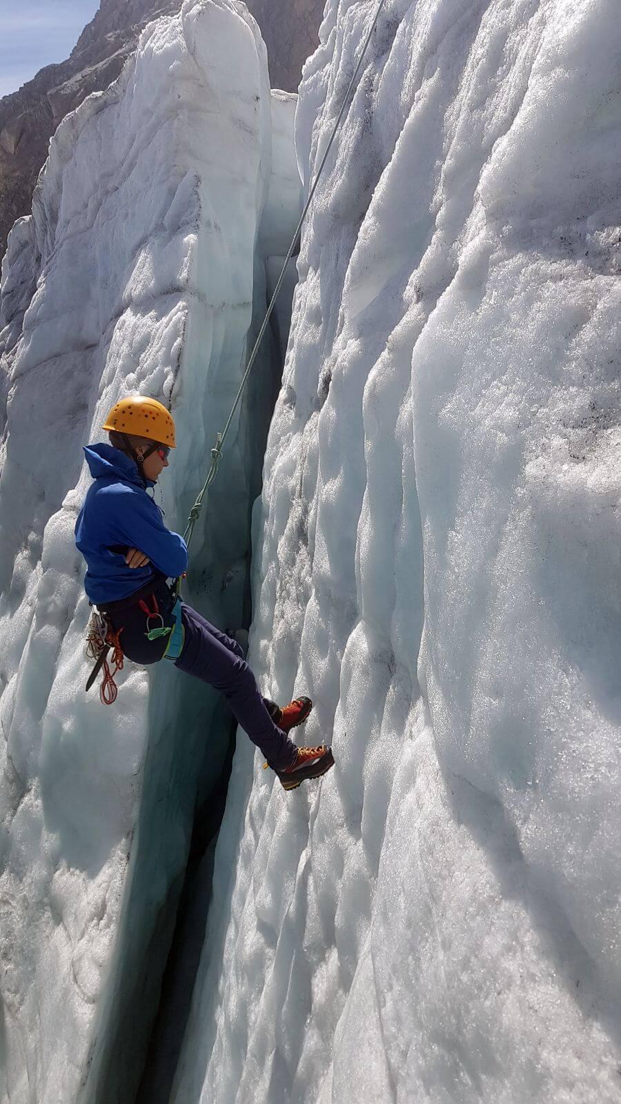 Abhängen in der Gletscherspalte