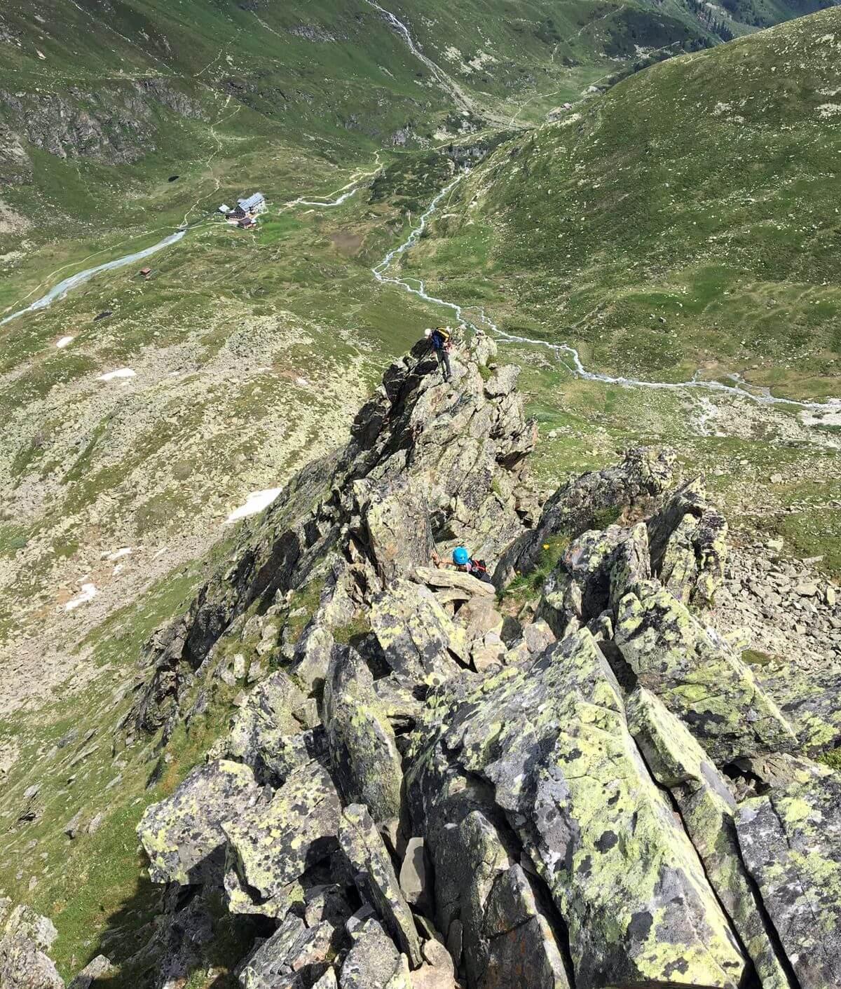 Herrliche Sicht vom Hüttengrat zur Vorderen Sommerwand - Aufbaukurs Fels und Eis